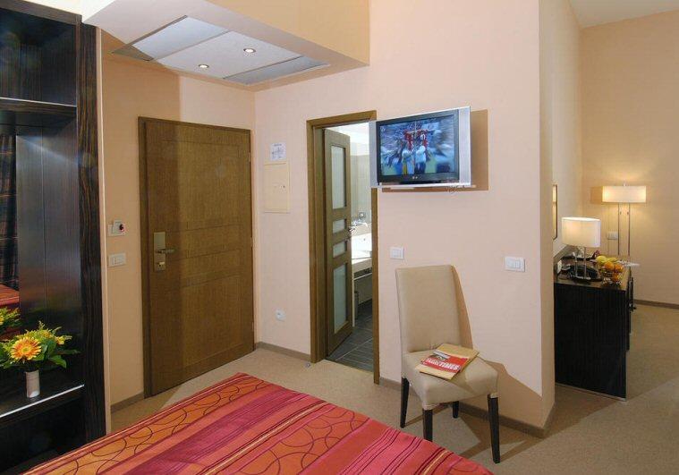 Hotel Manes photo 9