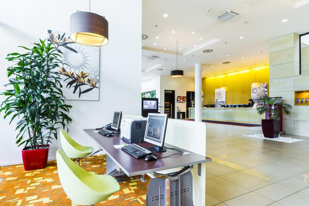 Hotel Marriott Airport photo 6
