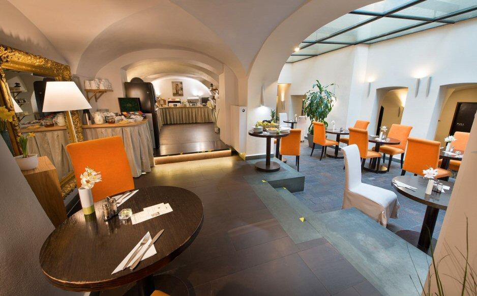 Hotelu Neruda Praha 7